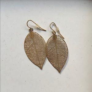✨Groovestone (Boutique) Delicate Leaf Earrings